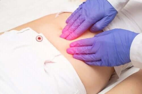 Kvinde undersøges for endometriose i overgangsalderen