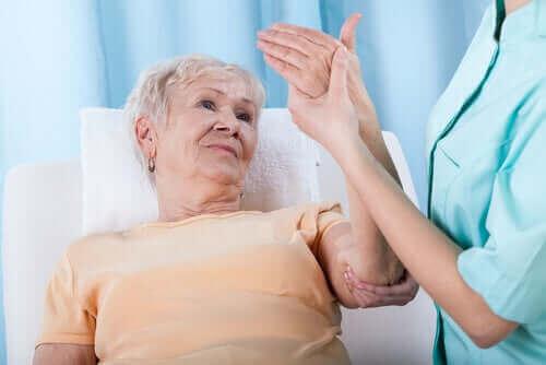 Hvad er de forskellige risikofaktorer for knogleskørhed?