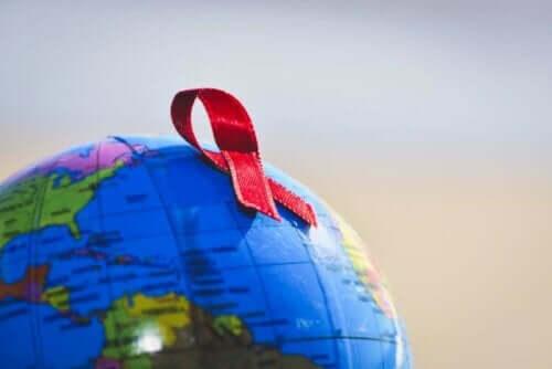 Rød sløjfe på globus