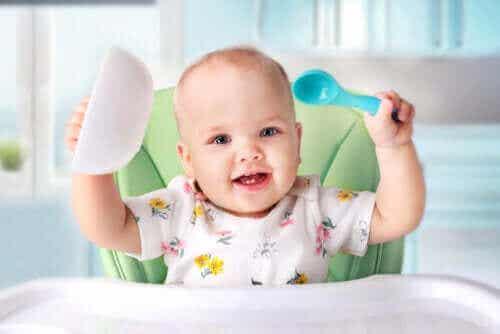 Alt om at opstarte på rigtig mad til babyer
