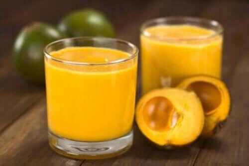 Juice af frisk frugt