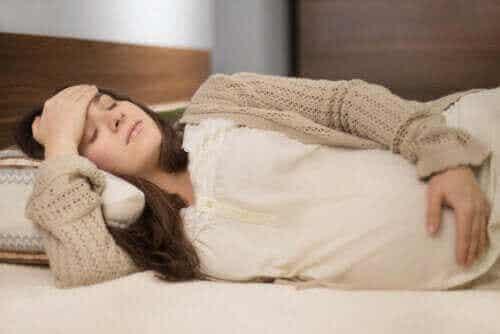 Hvornår underlivssmerter under graviditet er grund til bekymring