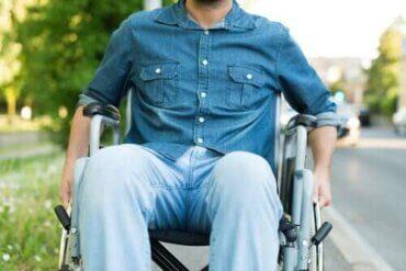 Fra hvilken alder kan multipel sklerose opstå?