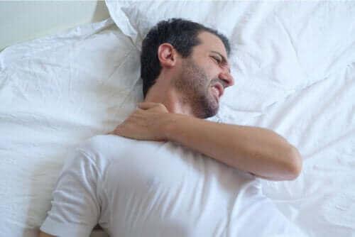 Tips til at sove med senebetændelse i skulderen