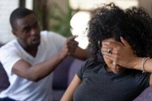 Hvad man skal gøre, hvis ens partner er verbalt voldelig