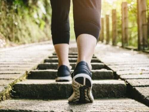 Er det sundt at gå efter at have spist?