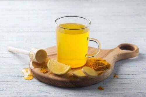 Gurkemejete med citron og honning