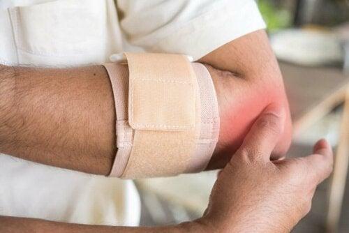 Bånd er en del af behandlingen af seneskedehindebetændelse