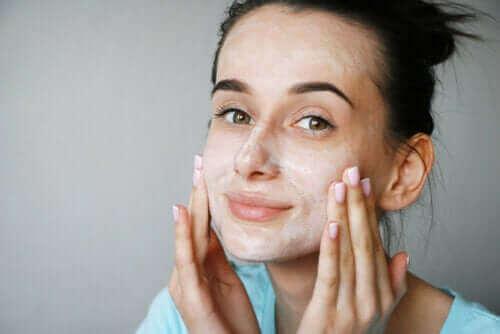 Er kærnemælksmasker gode for huden?