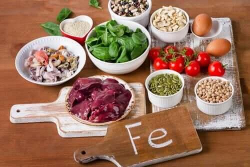 Her ses nogle fødevarer, der indeholder jern