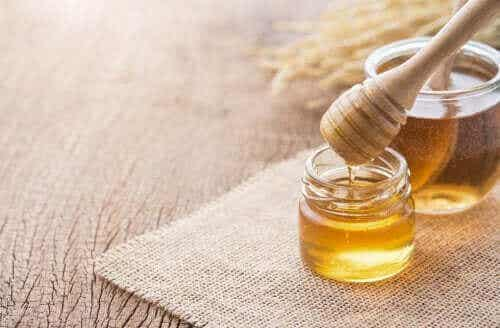 3 hjemmemidler med honning til luftvejene