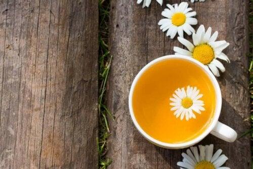 Kamillete med blomster