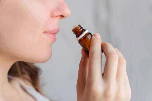 Kan man bruge aromaterapi til at lindre menstruationssmerter?