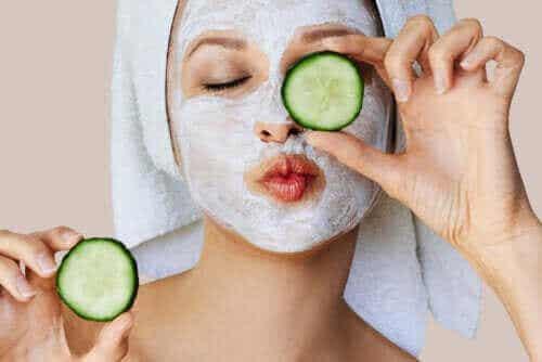 Hvordan fungerer ansigtsmasker på huden?