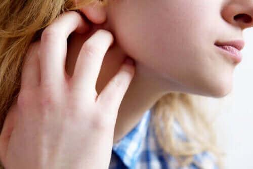 Hudkløe eller pruritus: Symptomer, årsager og anbefalinger