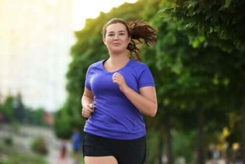 Kvinde løbetræner