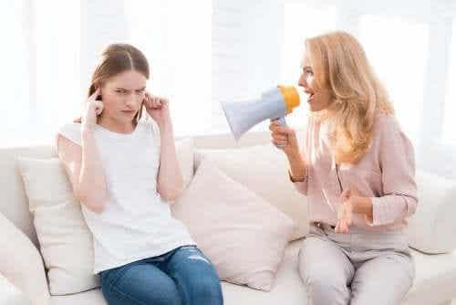 5 måder, hvorpå det forårsager langvarige skader at råbe af børn