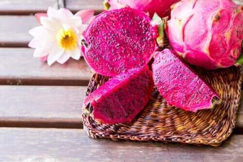 Opdag egenskaberne ved den eksotiske pink dragefrugt
