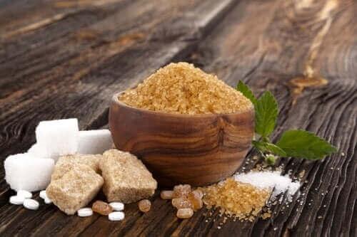 Hvidt, brunt og muscovadosukker: Ligheder og forskelle