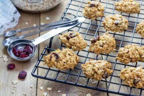 Sådan laver du sunde cookies med havregryn og rosiner