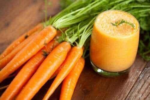 Opskrift på hjemmelavet gulerodsjuice og dets fordele