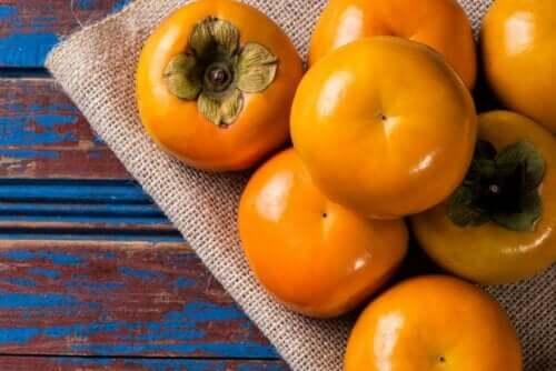 Frugter til tærte med kakifrugt