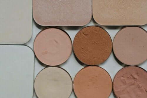 Farvekorrigerende makeup