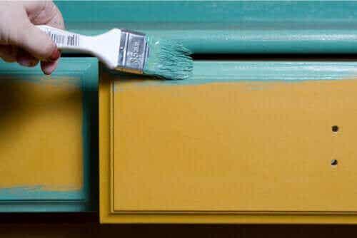Tips til at male træmøbler