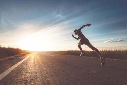 Mand løber på trods af risiko for skarvemærker på brystvorter