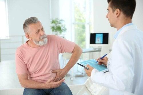 Mand ved læge grundet smerte i underliv