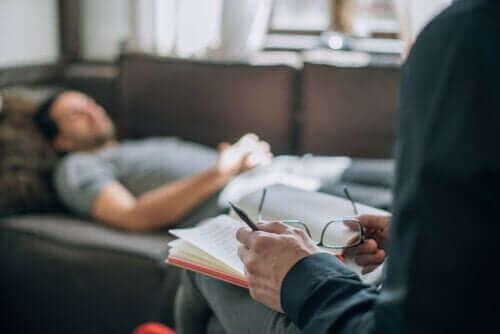 Hvad er psykoanalyse helt præcis? Hvordan fungerer det?