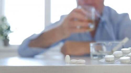 Levermetabolisme: Antibiotika og alkohol
