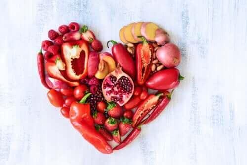 Den ernæringsmæssige værdi af røde frugter og grøntsager