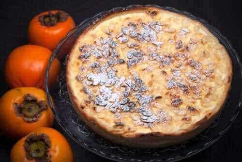 Opskrift på tærte med kakifrugt, chokolade og vaniljecreme