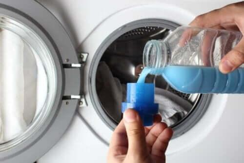 Vaskemiddel og vaskemaskine er ikke optimalt til at rengøre læderjakker