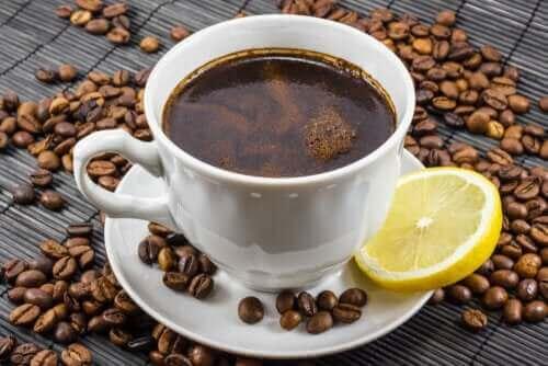 Kaffe og citron: Er det en god blanding?