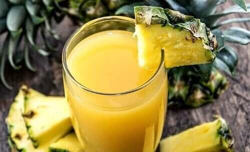Juice fra ananas giver lækre sommerdrikke