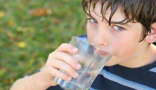 Grunde til at starte dagen med et glas vand