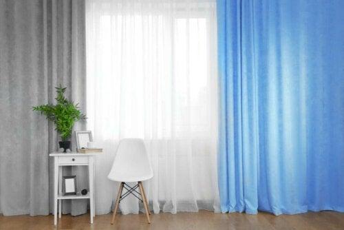 Blå, grå og hvide gardiner kan hjælpe os til at vælge de rigtige gardiner til hjemmet