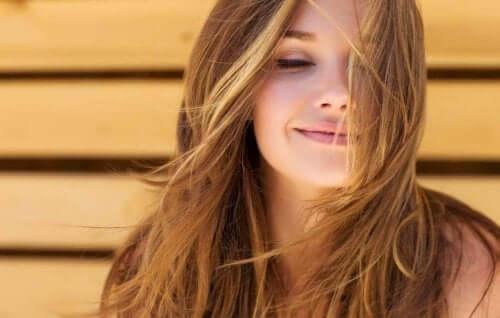 Kvinde med brunt hår