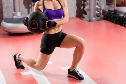 Kvinde styrketræner