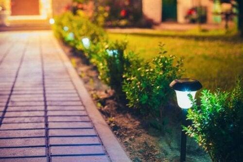 Sådan kan man lave udendørs lanterner til at pynte i haven