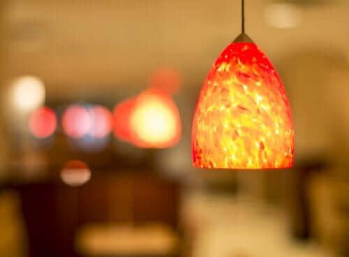 En orange lampe