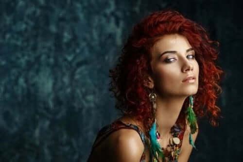 Modelbillede af kvinde med etnisk stil