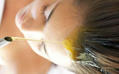Vegetabilske olier til at give fugt til håret