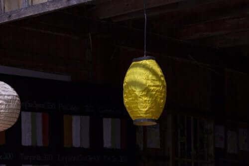 Rispapir er godt til udendørs lanterner
