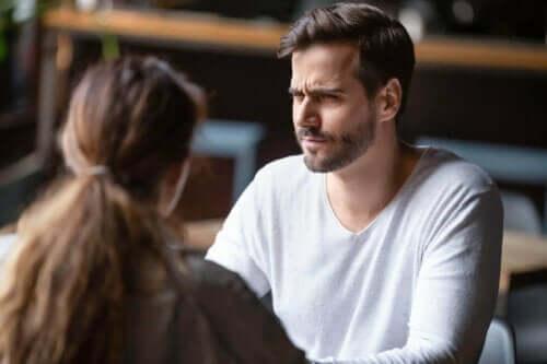 Skeptisk mand har problemer med at blive forelsket i sin partner igen