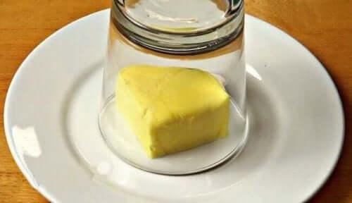 Dette lækre hvidløgssmør giver mere smag til dine måltider