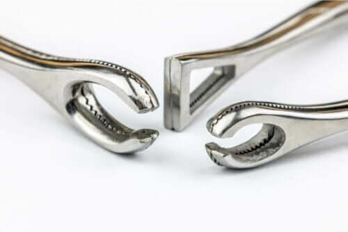 Værktøj til piercing