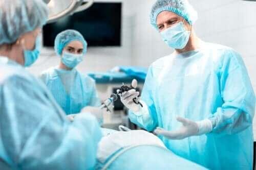 Formål med og implikationer ved laryngektomi